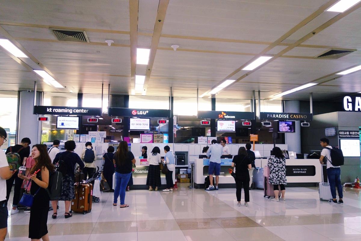金浦空港のSIMカード購入カウンター