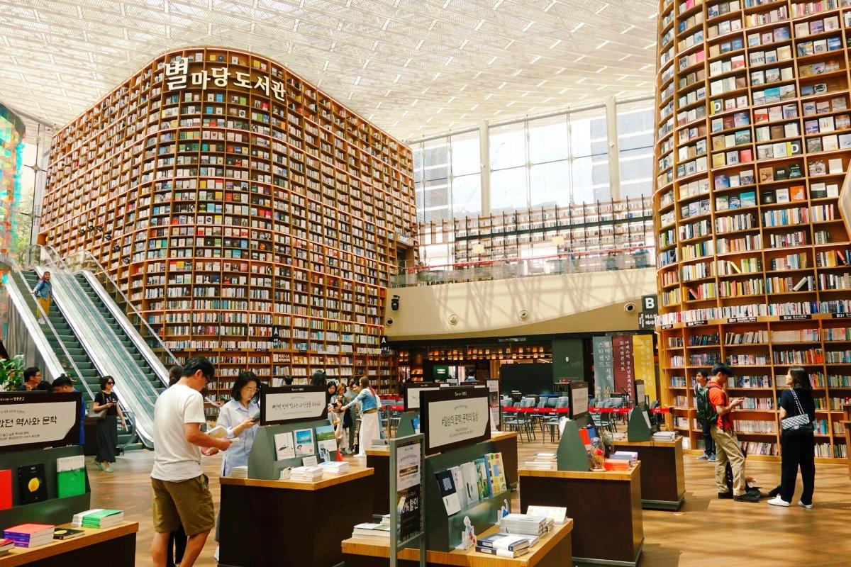 COEXモールのピョルマダン図書館(별마당도서관)