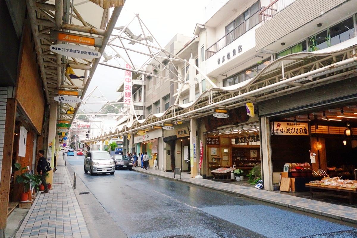 熱海のゲストハウス Marutya(マルヤ)目の前の商店街