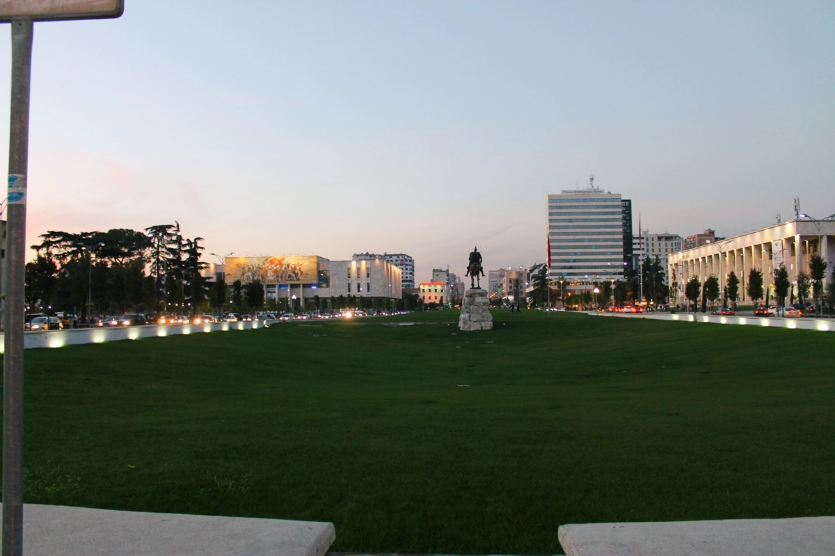 首都ティラナ