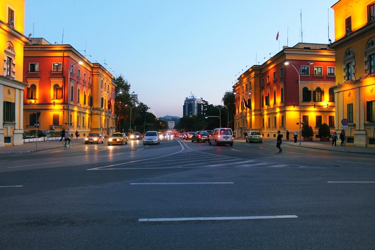 首都ティラナの街並み