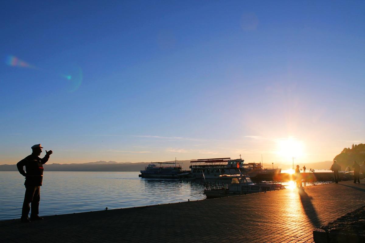 夕暮れ時のオフリド湖